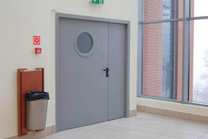 Входные двери с боковиной