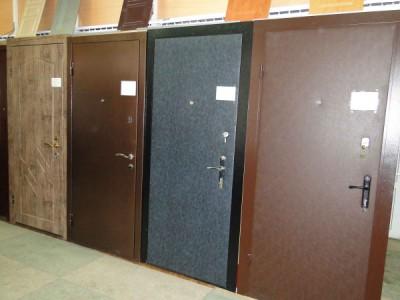 Металлическая дверь на лестничную площадку